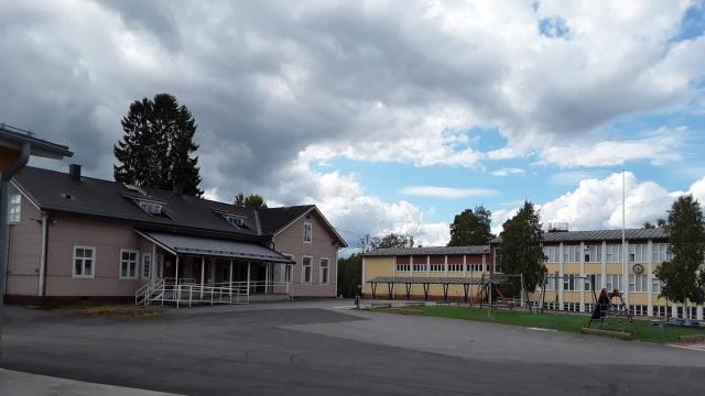 Vanha kansakoulu ja kivikoulu